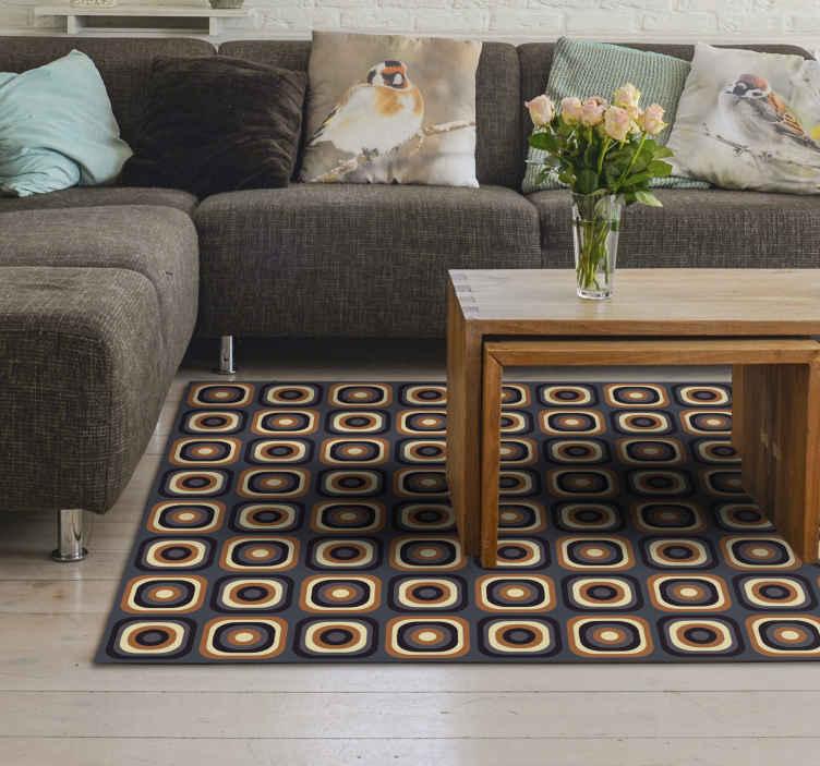 TenVinilo. Alfombra vinílica vintage 70 cuadrados circulares. ¡Esta alfombra vinílica vintage de los años 70 se basa en un fondo marrón y está llena de un patrón repetido de formas cuadradas y circulares!