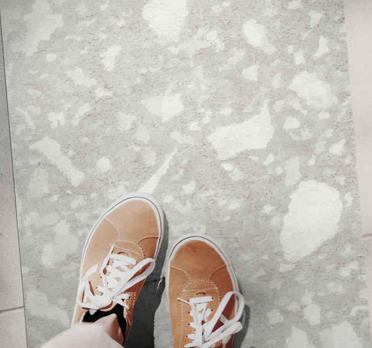 TenVinilo. Alfombra vinilo nórdica terrazo gris claro. Alfombra vinilo nórdica se basa en un fondo gris con formas blancas por todas partes, creando un efecto mármol ¡Elige tus medidas!