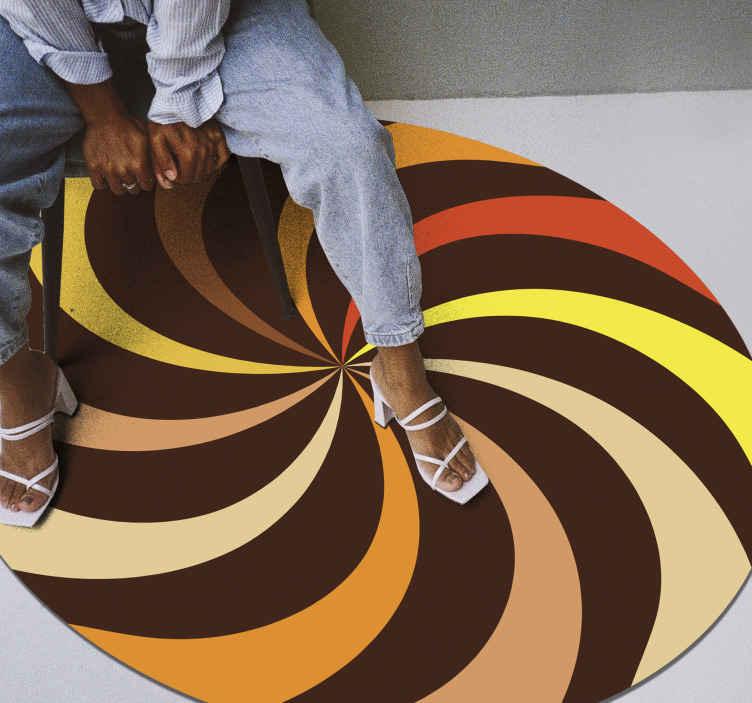 TenStickers. Tapete pop redemoinho retro dos anos 70. Os nossos tapetes de vinil são impressos em cores mate para evitar reflexos de luz. Descontos disponíveis. Compre agora! Entrega ao domicílio!