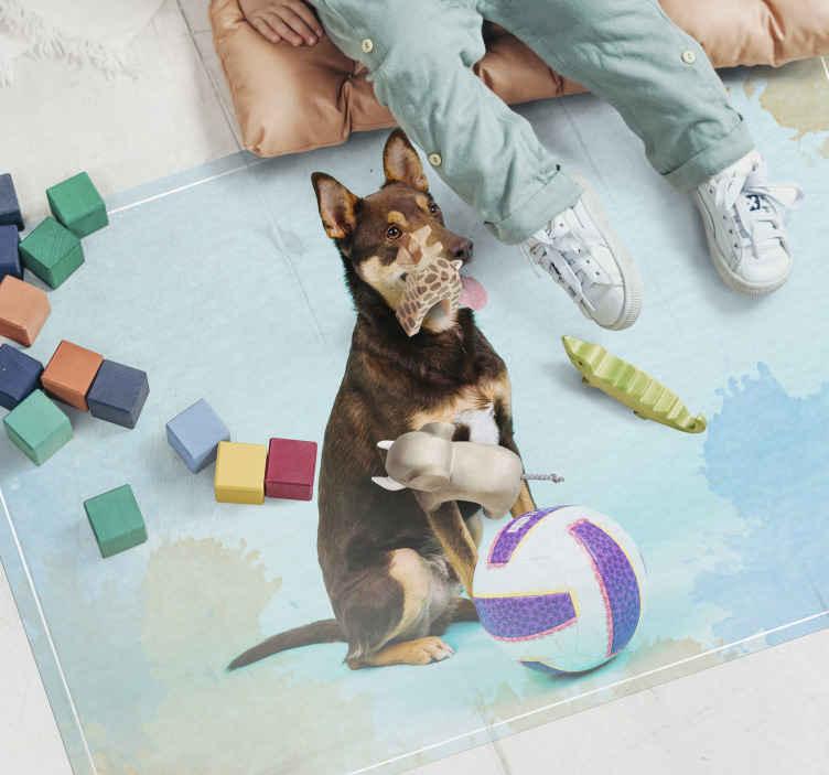 TenVinilo. Alfombras vinílicas de animales Voleibol de perro. Alfombra vinílica moderna con un precioso perro marrón y una pelota de voleibol, es ideal para decorar cualquier lugar de la casa que desees