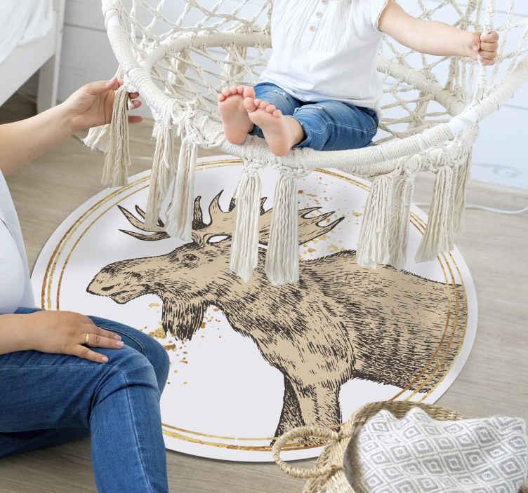 TenVinilo. Alfombra vinilo redonda de alce. Fantástica alfombra vinilo redonda con dibujo de alce nórdico para que decores tu casa de forma exclusiva ¡Descuentos disponibles!