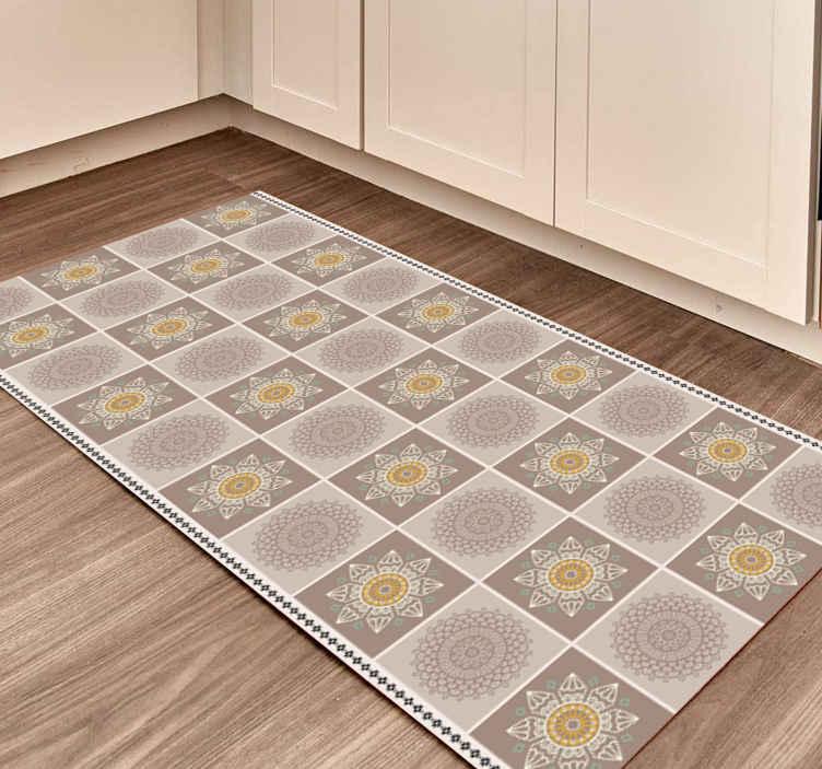 TenStickers. Tapete de telha mandala cores bege. à procura de um tapete de vinil original com produtode ladrilhos para adicionar uma aparência adorável ao espaço da sua casa? Cobrimos você com nosso tapete mandala bege.