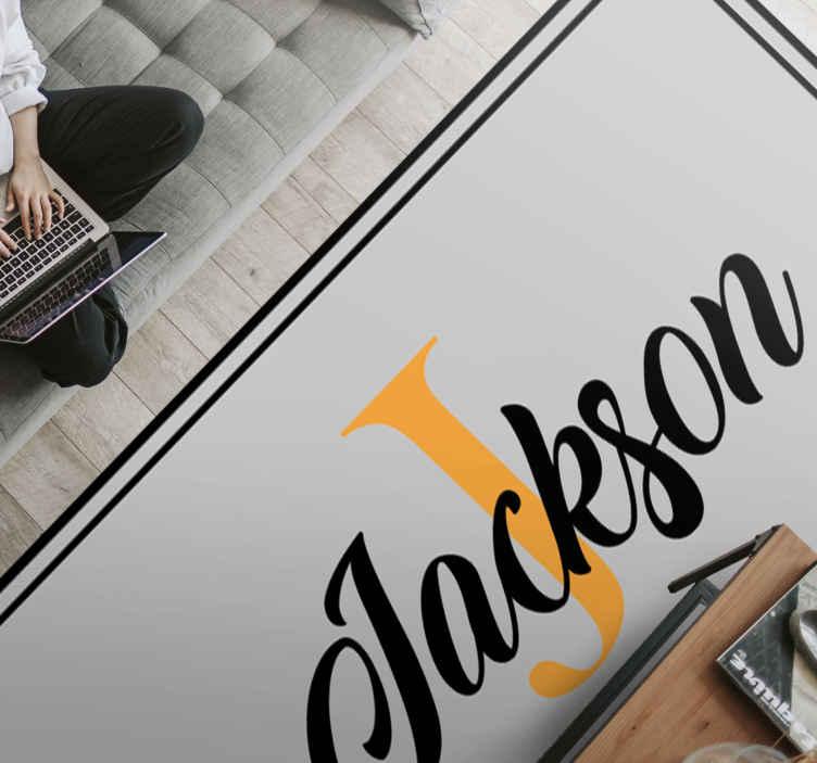 TenVinilo. Alfombra de vinilo con nombre e inicial de lujo personalizado. Personalice su habitación con este increíble alfombra de vinilo para dormitorio. ¡No espere más y solicite su nueva alfombra de vinilo hoy mismo!