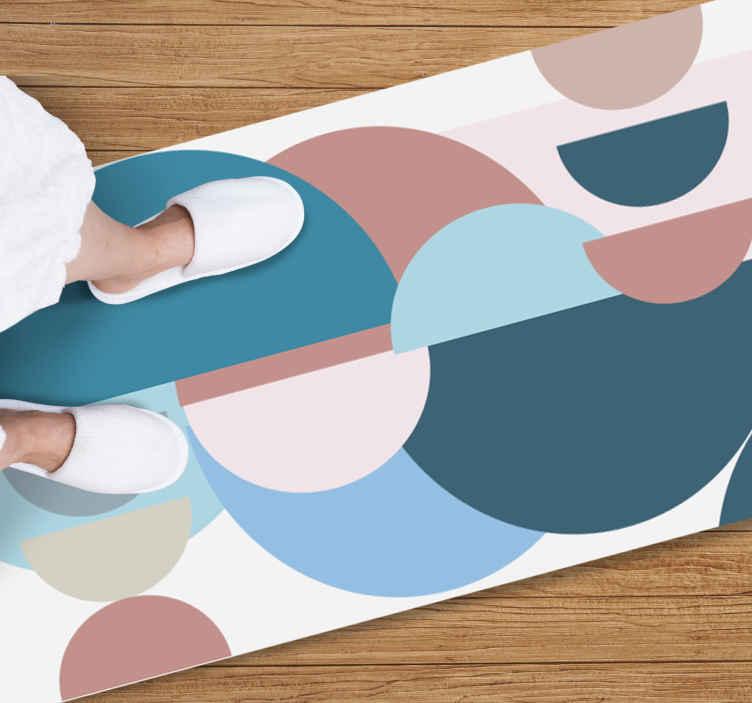 TenVinilo. Alfombra vinilo nórdica círculos pastel. Para una decoración actual compra esta alfombra vinolo nórdica de semicírculos nórdicos de tonos pastel. Fácil de mantener ¡Elige las medidas!