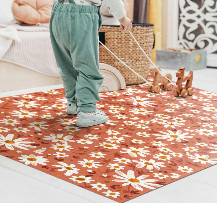 TenStickers. Tapis de salon vinyle fleur des marguerites des années 70. Laissez cet étonnant tapis en vinyle de fond orange fleur de marguerite des années 70 vous aider à faire de grands changements dans votre maison! Choisissez votre taille.