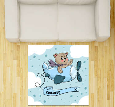 Dit gepersonaliseerde vinyl vloerkleed voor kinderen met vliegende beer kan de beste keuze zijn om het aspect van de slaapkamer van uw kind drastisch te verbeteren!