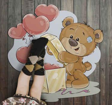 Dette vinylteppet til barnerom vil være perfekt som gave til barna. Den har utformingen av en søt bjørn som åpner en boks full av hjerter.