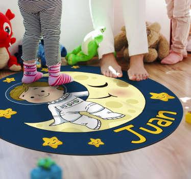 Covor pentru copii de vinil cu un nume, astfel încât să puteți decora camera copilului dvs. Cu un design care va purta numele lor! Material extrem de îndelungat.