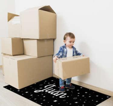 Com este tapete de vinil de noite estrelada com nome personalizável, terá uma nova maneira de adornar os espaços domésticos dos seus filhos!