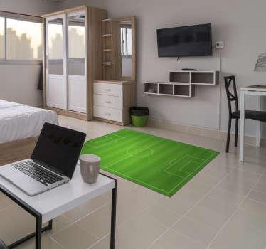 Magnífica alfombra vinílica juvenil con un campo de fútbol para decorar la habitación de una persona aficionada a este gran deporte. Producto premium