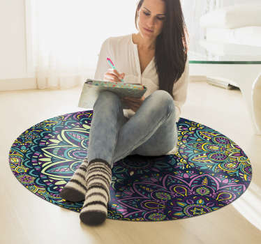 With this marvellous round composition mandala vinyl rug you can bring in your home a really beatiful and useful object!