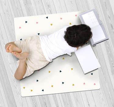 Bonita alfombra vinílica minimalista de triángulos pequeños con la que aportarás una decoración única a tu casa. Producto de calidad y lavable