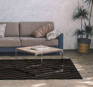 Faça da decoração da sua sala uma autêntica obra de arte com este maravilhoso tapete de vinil de riscas com um padrão de riscas escuras em zig zag.