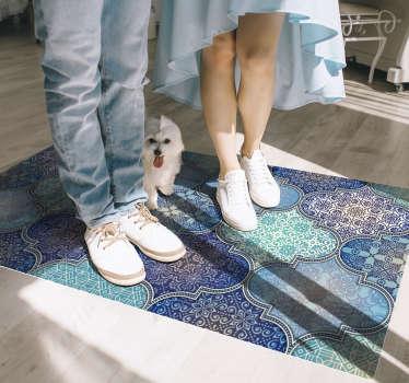Mögen Sie orientalische Dekorationen? Dann sieht dieser ethnische Vinylteppich mit einem muster aus arabischen Ornamenten in Ihrem Zuhause fantastisch aus.