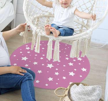 在粉红色的背景上,白色星星的宏伟圆形乙烯基地毯在您的孩子房间中看起来会很漂亮。选择你的尺码!