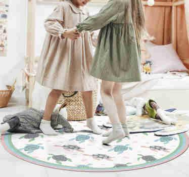 我们漂亮的带有乌龟的圆形乙烯基地毯,由于其可爱,色彩丰富的设计和令人惊叹的氛围,将使您的孩子的房间成为他的好地方
