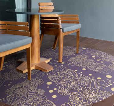 Compre esta alfombra vinílica flores para salón o comedor con un diseño paisley sobre fondo morado. Es fácil de mantener ¡Compra online!
