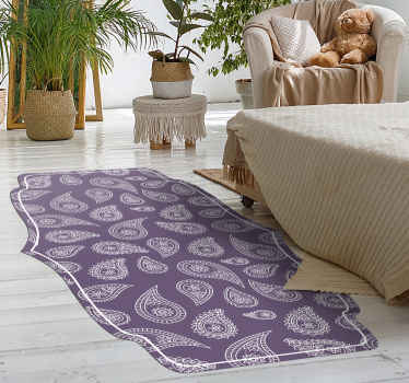 Alfombra vinilica salón o para habitación con diseño de paisley sobre fondo morado. Fácil de limpiar y anti-alérgica ¡Envío a domicilio!