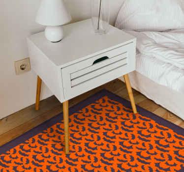 Pozwól gościowi zostać wprowadzonym do Twojego salonu podczas festiwalu halloweenowego dzięki naszemu oryginalnemu pomarańczowemu prostokątnemu dywanowi winylowemu z czarnymi nietoperzami.