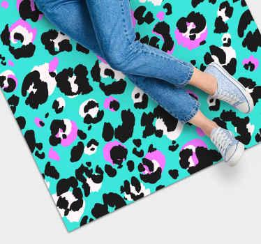 Neonfarbener Vinyl Teppich mit leopardenmuster für all jene tierliebhaber, die Ihr haus dekorieren und jeden besucher überraschen möchten.