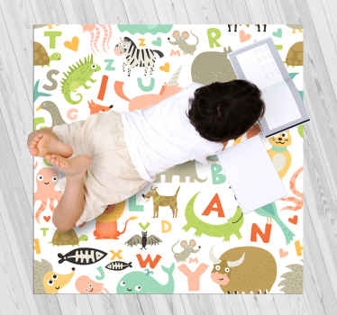 Un tappeto in vinile per bambini con animali colorati e lettere dell'alfabeto per rendere felice il tuo bambino e rendere sorprendente la sua camera da letto. Inserisci il tuo ordine!