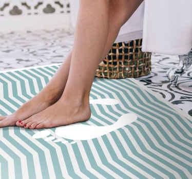 Voetafdrukken gestreept vinyl tapijt, perfect als decoratie voor uw badkamer. Het is gemaakt van hoogwaardig vinyl en gemakkelijk schoon te maken en op te bergen.