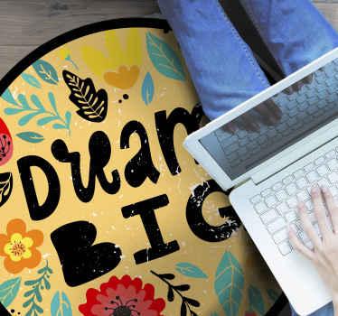 """Un magnifique tapis de motivation en sticker avec le texte """"dream big"""" et des feuilles et des fleurs colorées et magnifiques pour décorer votre chambre. Facile à nettoyer!"""