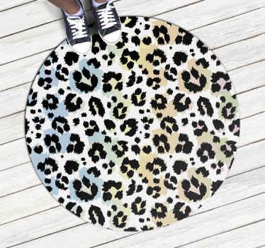 Alfombra vinílica redonda con estampado de leopardo, perfecta si quieres decorar tu dormitorio. Fácil de mantener y limpiar ¡Decora ahora!