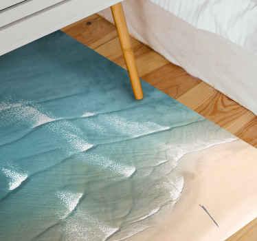 Een origineel strand vinyl tapijt met het ontwerp van de zeegolf die naar de kust veegt.. Het is gemakkelijk te onderhouden en van hoge kwaliteit.