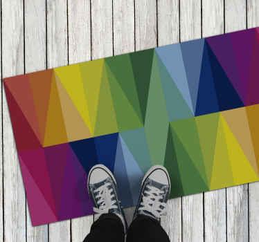Geometrischer Vinyl Teppich mit verschiedenen dreiecken in rechtecken, die alle Farben des regenbogens haben. Extrem langlebiges material.