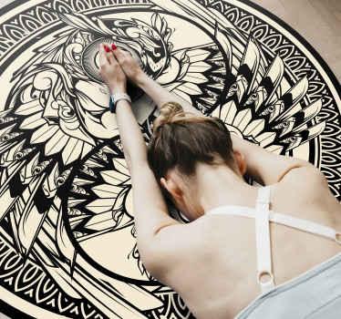 Tapis en sticker à motifs ornementaux ying yang pour les amateurs de conceptions orientales. Il est original, durable et facile à entretenir.