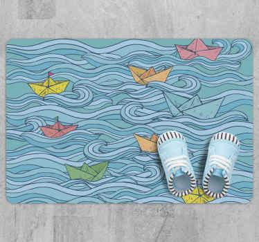 Malý papírový člun, dětský vinylový koberec vhodný pro dětský podlahový prostor. Hostitel design zobrazující mořskou vlnu, na které plují lodě.