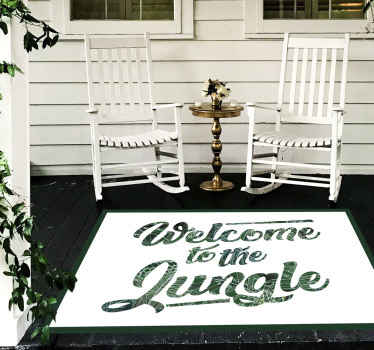 Bienvenue dans les tapis sur mesure dans la jungle. Fond blanc avec une légende de lettre détaillée verte qui se lit: bienvenue dans la jungle!