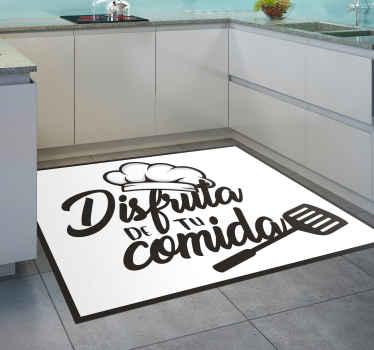 """Alfombra vinilo cocina para el suelo  con un diseño con gorro de chef y utensilios de cocina con frase """"disfruta de tu comida"""" ¡Compra online!"""