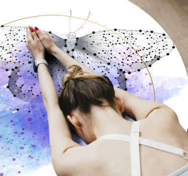 Wit rond vinyl tapijt met vlinder, perfect om u slaapkamer mee te decoreren. Gemakkelijk schoon te maken en op te bergen. Bekijk het zelf!