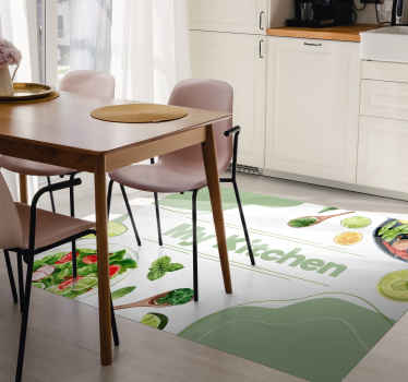 Alfombra vinílica cocina con texto mi cocina y vegetales frescos perfecta para decorar tu cocina. Fácil de limpiar ¡Coompra online!