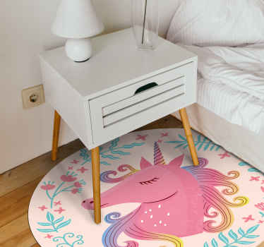 ¿Por qué no sorprender a su hija hoy con esta alfombra vinílica con nombre y con unicornio de color rosa? ¡Descuentos disponibles en la web!