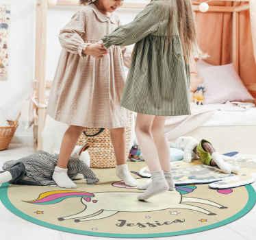 Dele a su hija el regalo decorativo perfecto hoy con esta alfombra vinilo infantil de unicornio personalizable ¡Puede personalizar el nombre que desee!