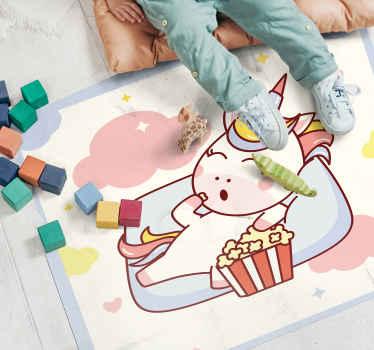 Uma forma divertida e original de decorar o quarto do seu filho. Um unicórnio fofo comendo um tapete de vinil de pipoca com nuvens, corações e estrelas.
