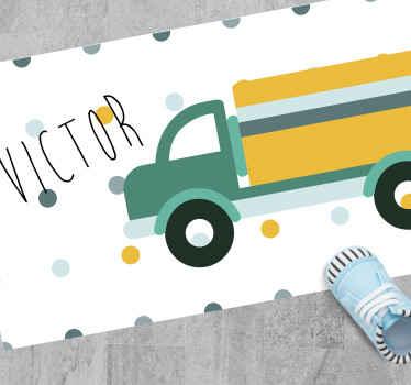 Vrachtwagen gepersonaliseerd vinyl vloerkleed met de kleurrijke afbeelding van een gele vrachtwagen naam naar de kamer van uw kind. Extreem duurzaam materiaal.