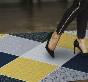 Een geel en grijs rechthoekig vinyl vloerkleed met geometrische figuren om elke ruimte een moderne en elegante toets te geven. Kies elke gewenste maat!
