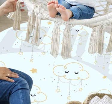 Tapis en sticker nuage qui présente un adorable sticker de nuages avec de petites étoiles qui pendent d'eux. Matériel de haute qualité.