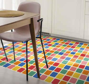 Flise firkantet vinyltæppe, der har et mønster af flerfarvede firkanter med en hvid kant imellem. Ekstremt langtidsholdbart materiale.