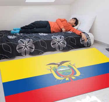 Alfombra vinilo rayas que imita una bandera con escudo ecuatoriano, de forma rectangular que quedará perfecto en el piso de tu habitación.