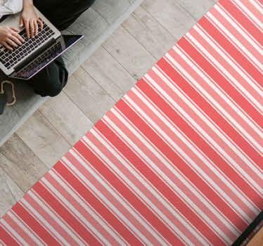 Un incroyable tapis à rayures roses et blanches à placer sur n'importe quel espace d'une maison. Il convient à un espace commun et intérieur.
