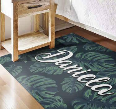 ¡Consigue ahora esta increíble alfombra vinílica con nombre y hojas tropicales! Diseño personalizable hecho a tu medida ¡Envío exprés!