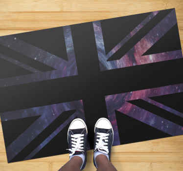 Obdélníkový vinylový koberec s ilustrací britské vlajky s designem galaxie, který je ideální pro umístění ve vaší ložnici.