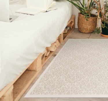 装飾用の花のベージュのディテールを備えた白のデザインのオリジナルのビニールラグ。このデザインは、寝室、リビングルーム、またはあらゆるスペースに最適です。