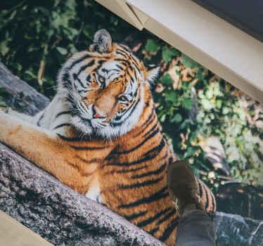 Dit vinyl vloerkleed met dieren is een mooi en majestueus beeld van een Indische tijger die rustig in een bos rust. Bestel vandaag nog!