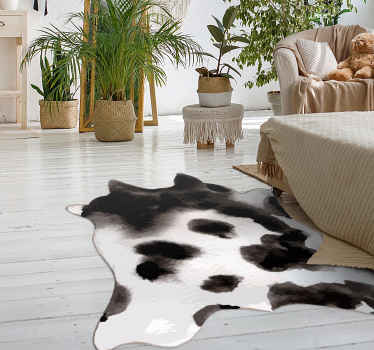 ¡Todos tus amigos y familiares estarán tan celosos de tu nueva pieza de decoración con esta alfombra vinilo animal print de piel de vaca!